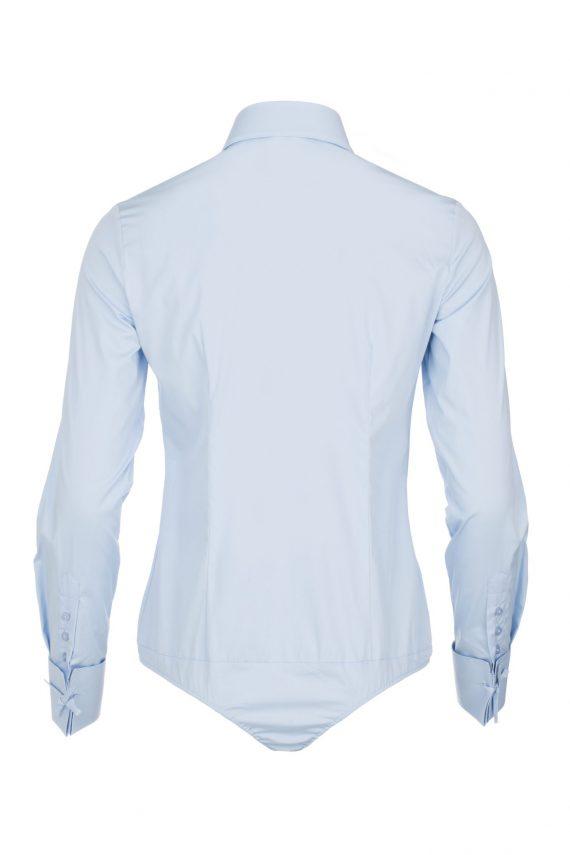achterkant lichtblauwe dames blouse met enk