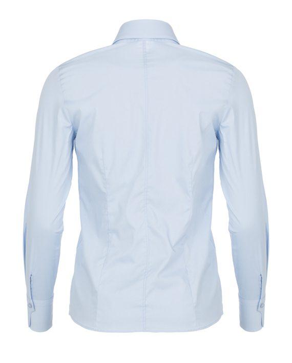 Achterkant lichtblauwe dames blouse met enkele knoop
